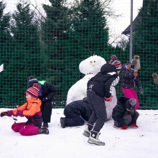 zimowa zabawa w trakcie ferii